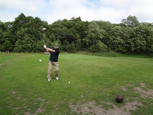 ゴルフコンペ始球式1.jpg